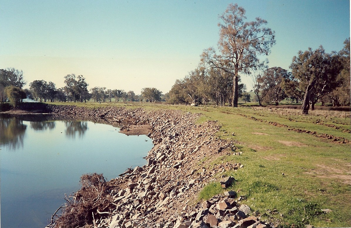 Site 4, rocked site, ripped and fenced, looking downstream (1990) - Woolshed Thurgoona Landcare Group
