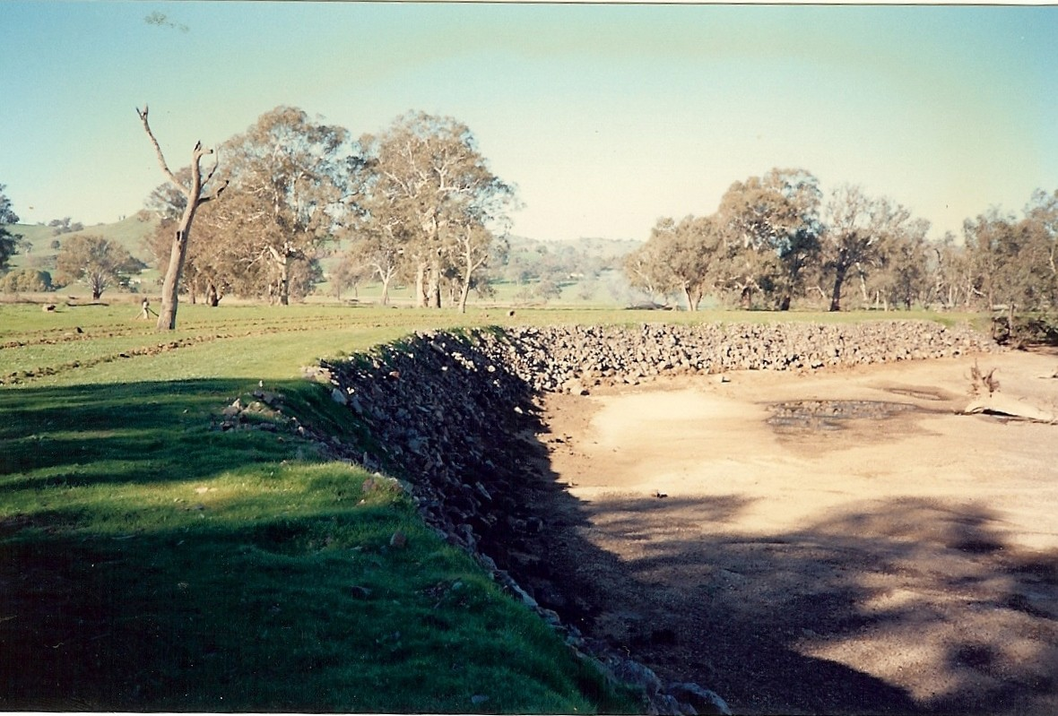 Site 4, rocked site, ripped and fenced, looking upstream (1990) - Woolshed Thurgoona Landcare Group